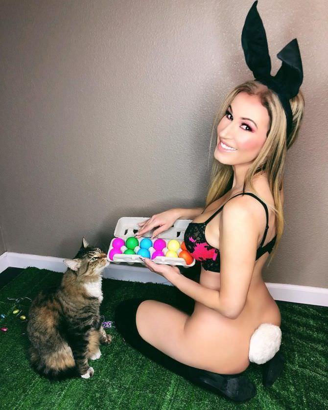 Ана Брага фото с кошкой