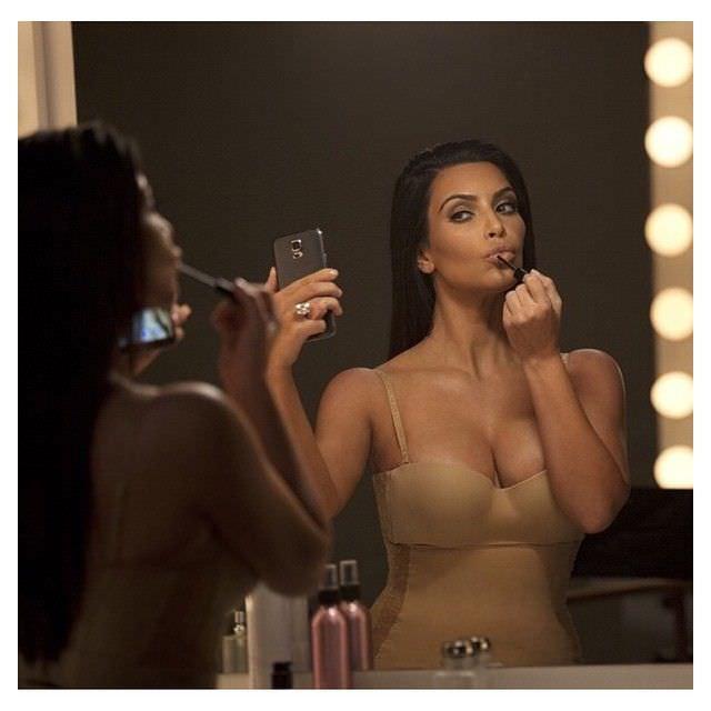 Ким Кардашян фото в бюстгальтере