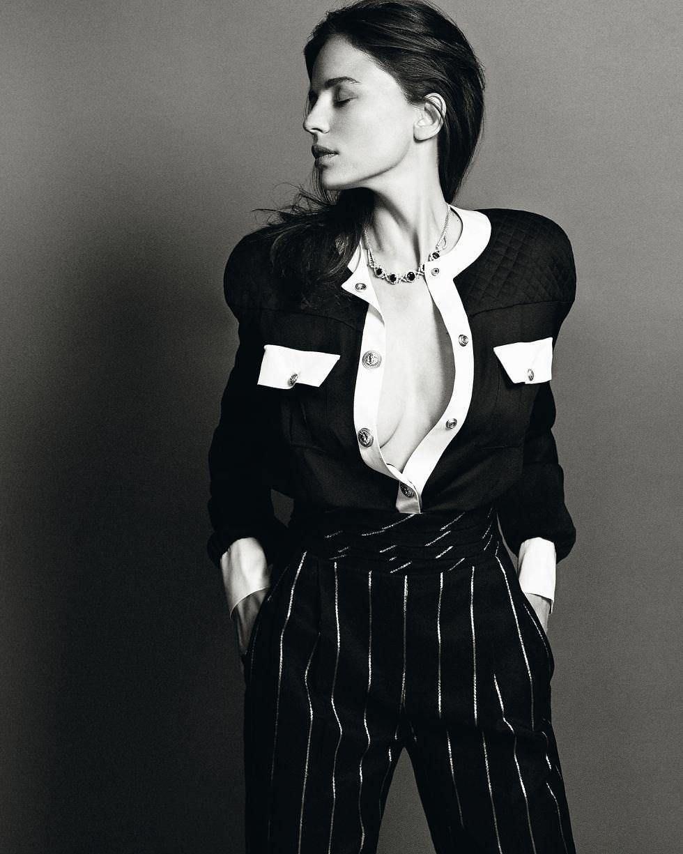 Елена Анайя фото в блузе