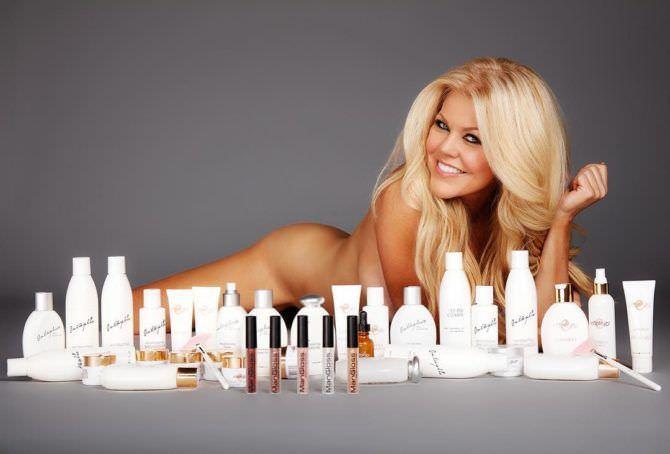 Трэйси Бердсалл фотография в инстаграм с косметикой