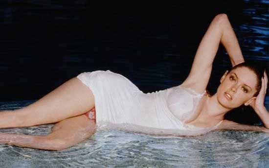 Роуз Макгоуэн фото в платье