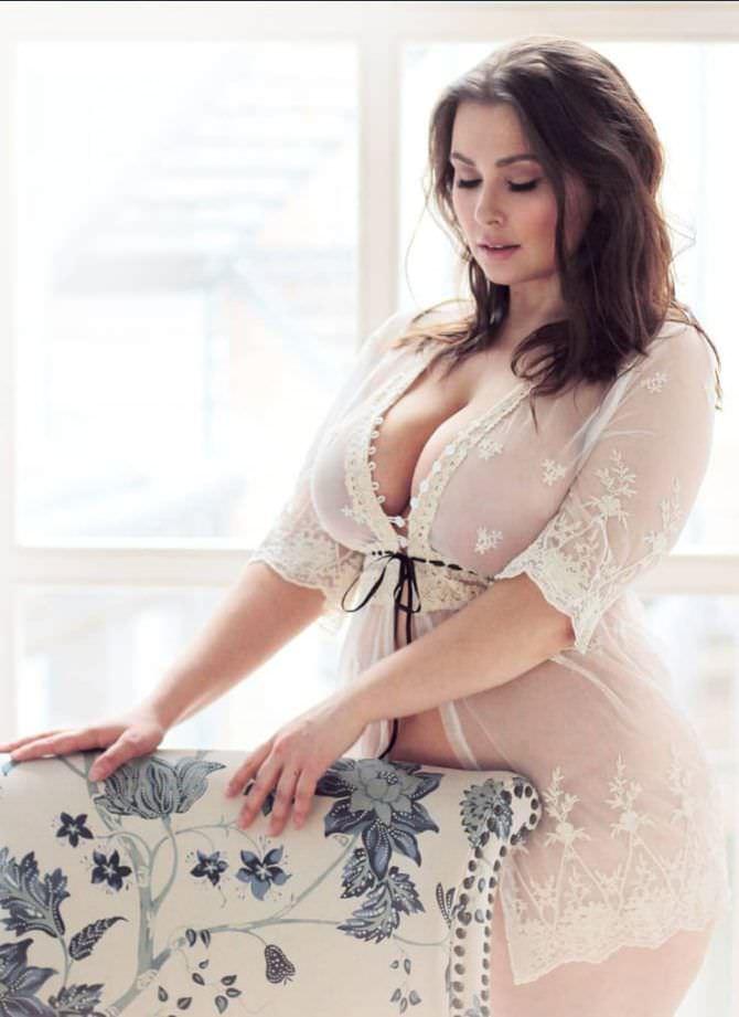 Светлана Каширова фото в кружевном халатике