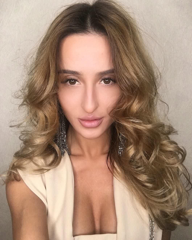 Тамара Турава фото в кофте