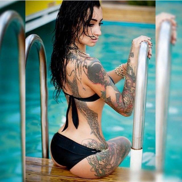 Анжелика Андерсон фото в бассейне