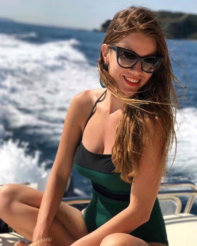 Алёна Мордовина фото в зелёном купальнике