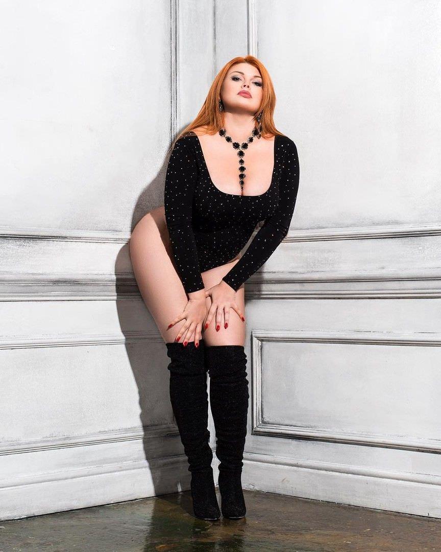 Юлия Рыбакова фото в сапогх