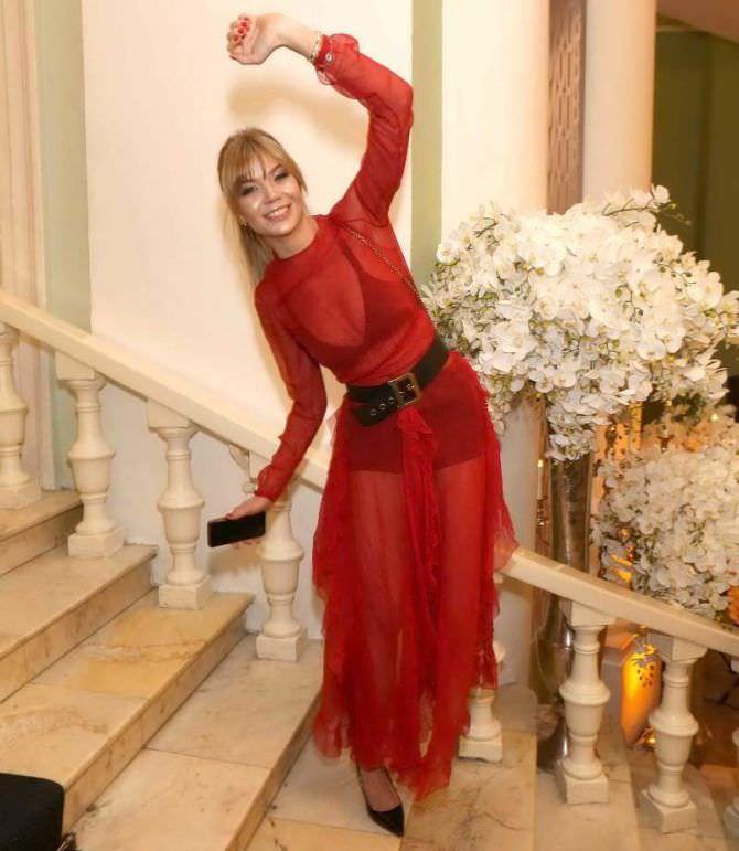 Алла Михеева фото в красном платье