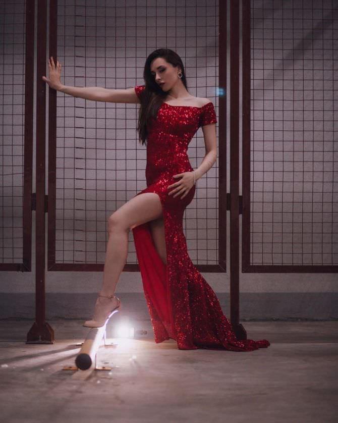 Юлия Майборода фото в красном платье
