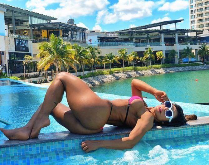 Сьюзи Кортес фото в бикини в инстаграм