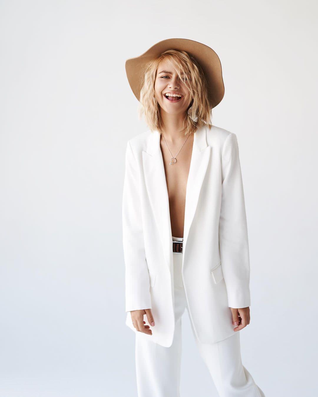 Елизавета Кононова фото в костюме
