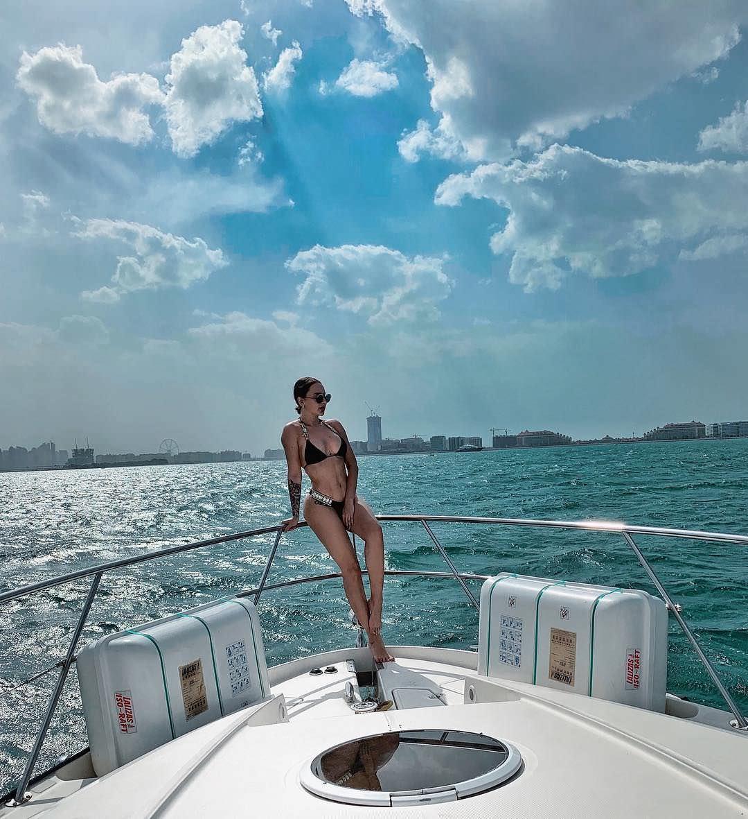 Анна Дзюба фото на яхте