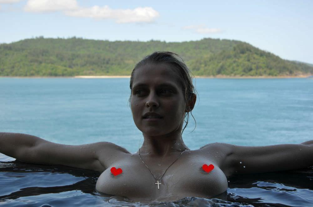 Тереза Палмер фото в воде