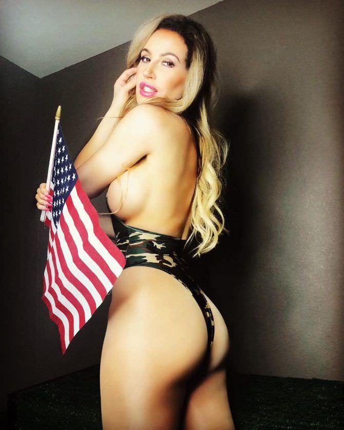 Ана Брага фото с флагом