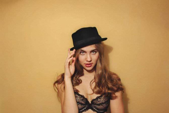 Дарья Пицик фото в чёрной шляпе