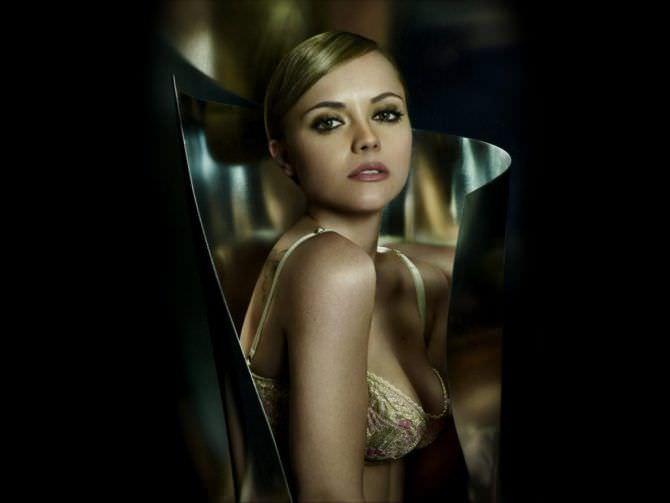 Кристина Риччи фото в красивом бюстгалтере