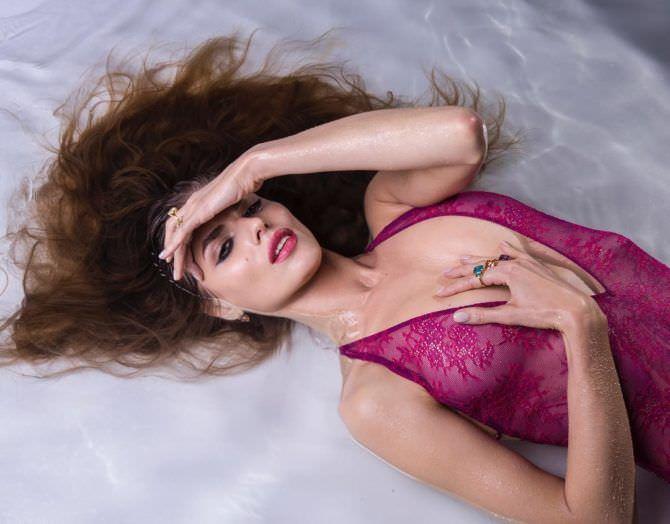 Нелла Стрекаловская фотография в красивом белье