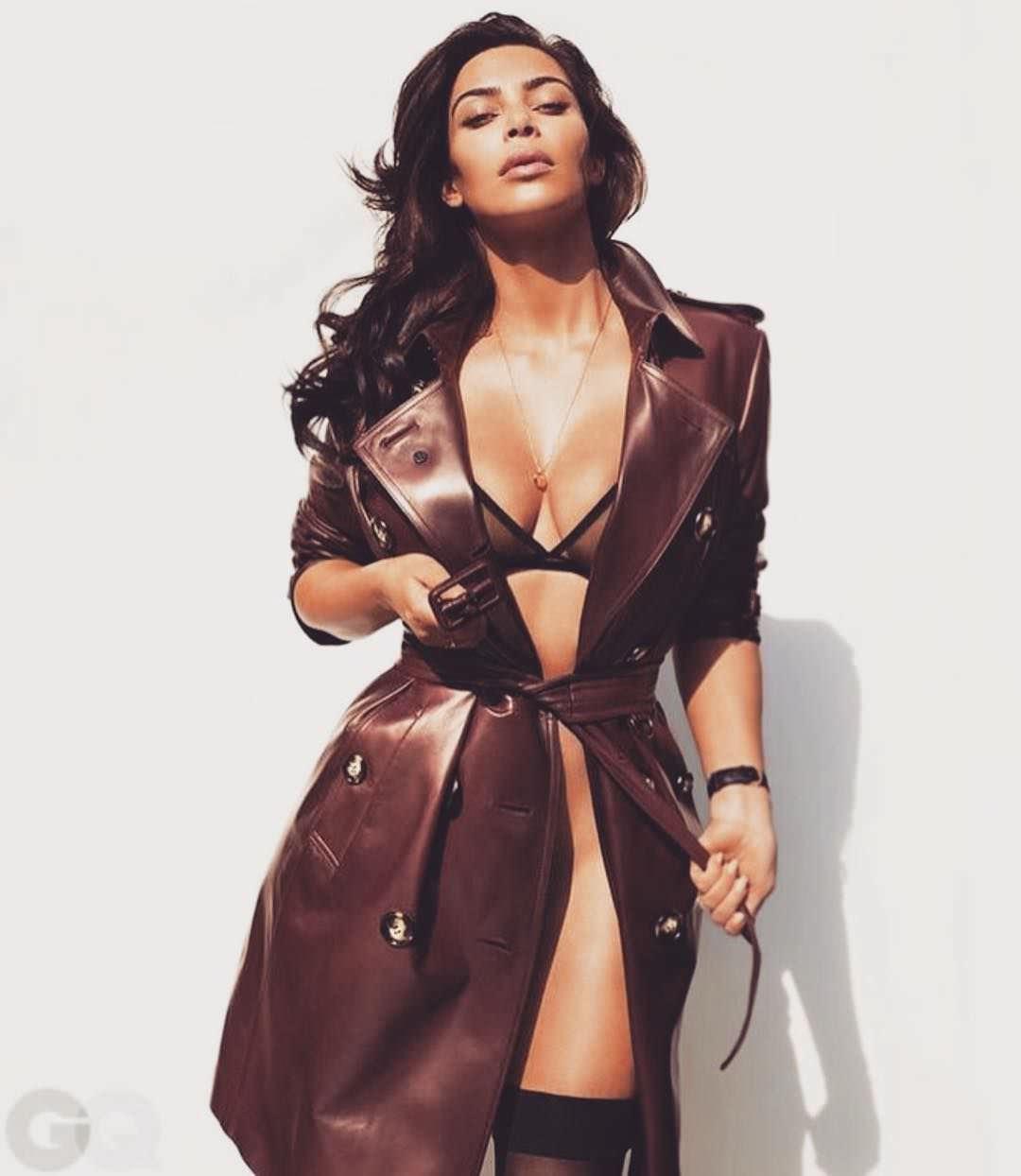 Ким Кардашян фото в пальто