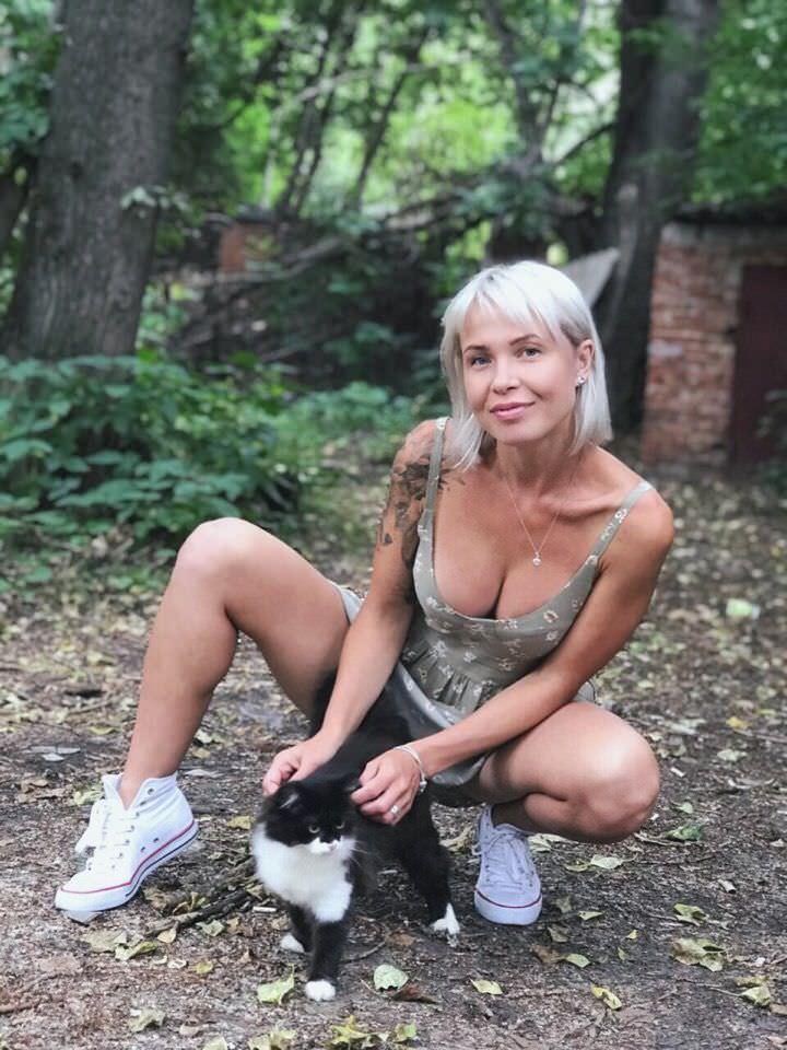 Любовь Томская фото с кошкой