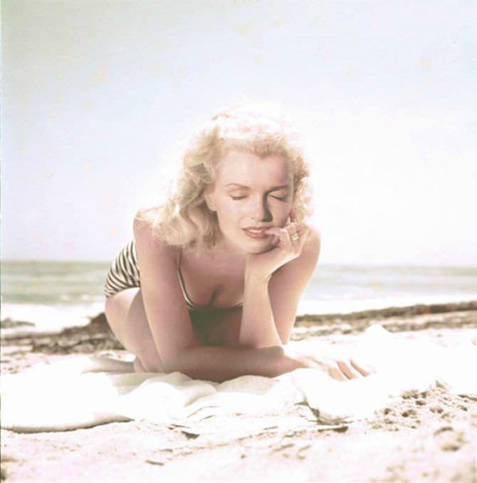 Мэрилин Монро цветное фото в купальнике