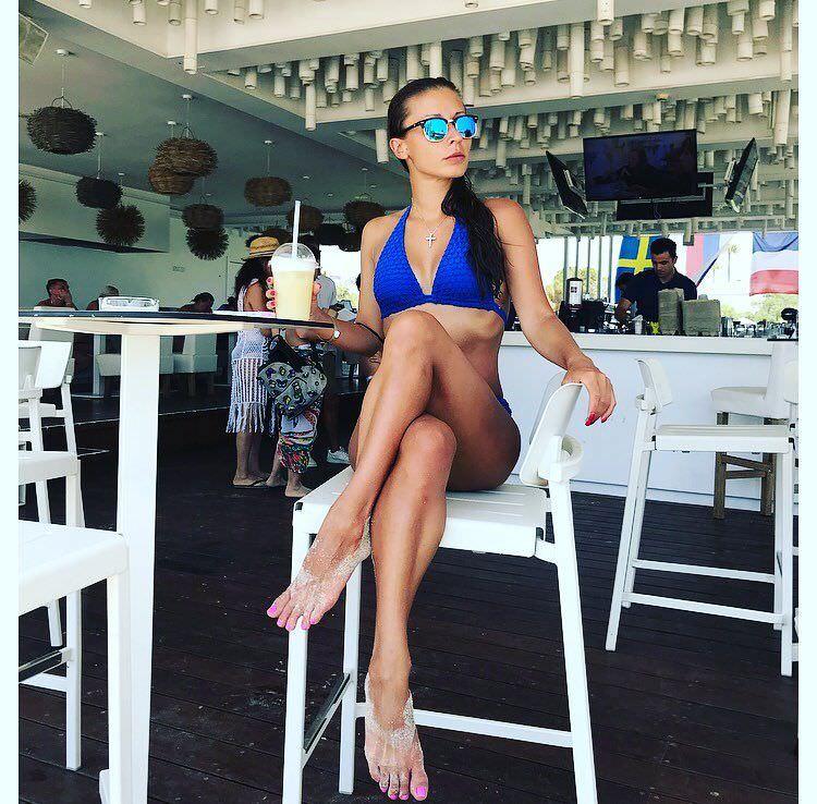 Ольга Подолян фото в кафе