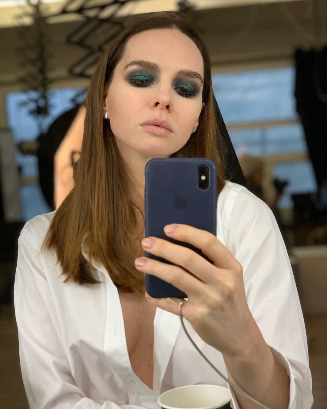 Елена Николаева фото в рубашке