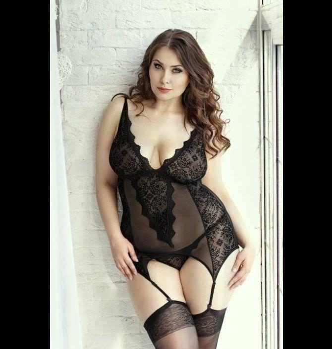 Светлана Каширова красивая фотосессия в кружевном белье