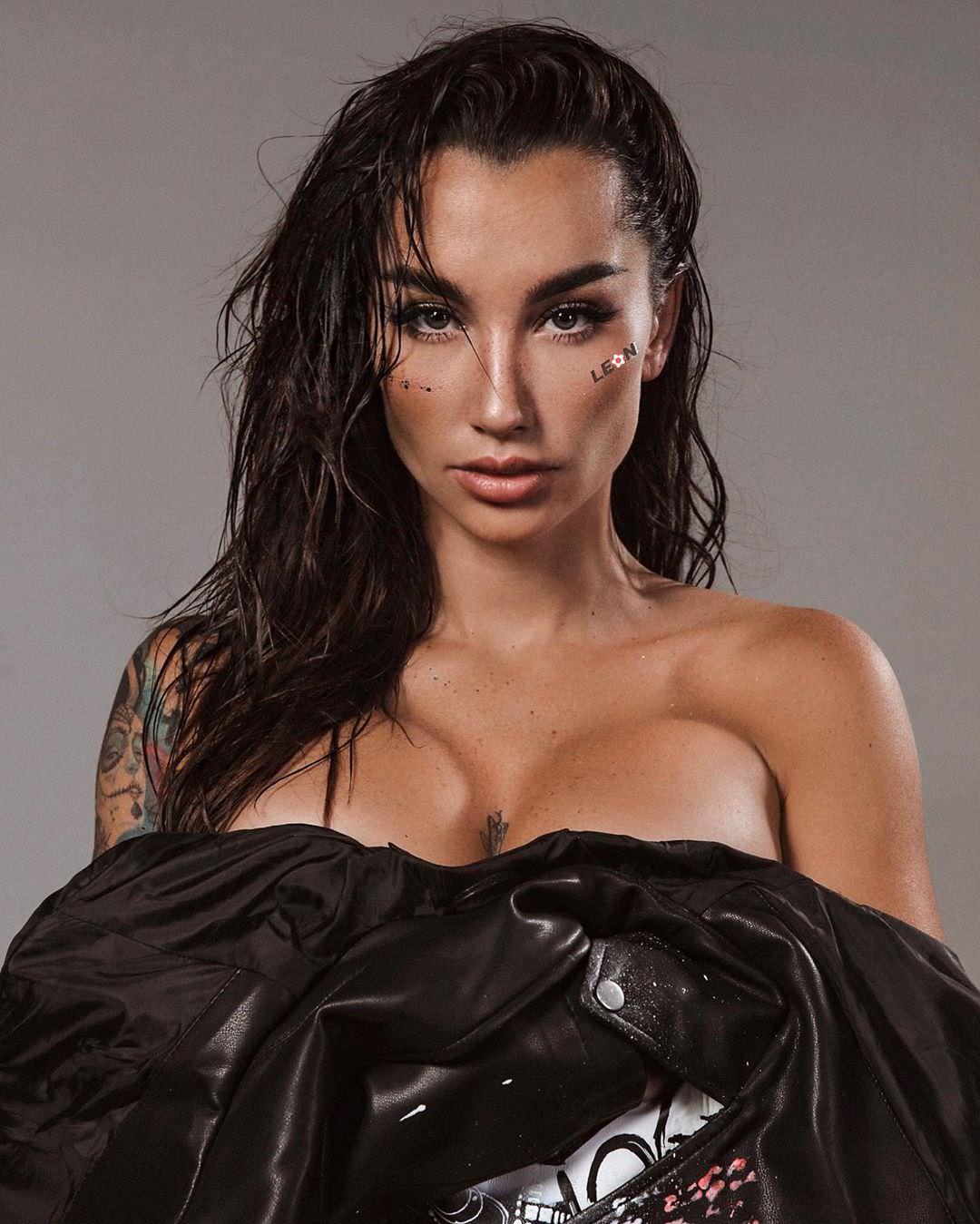 Анжелика Андерсон фото с мокрыми волосами
