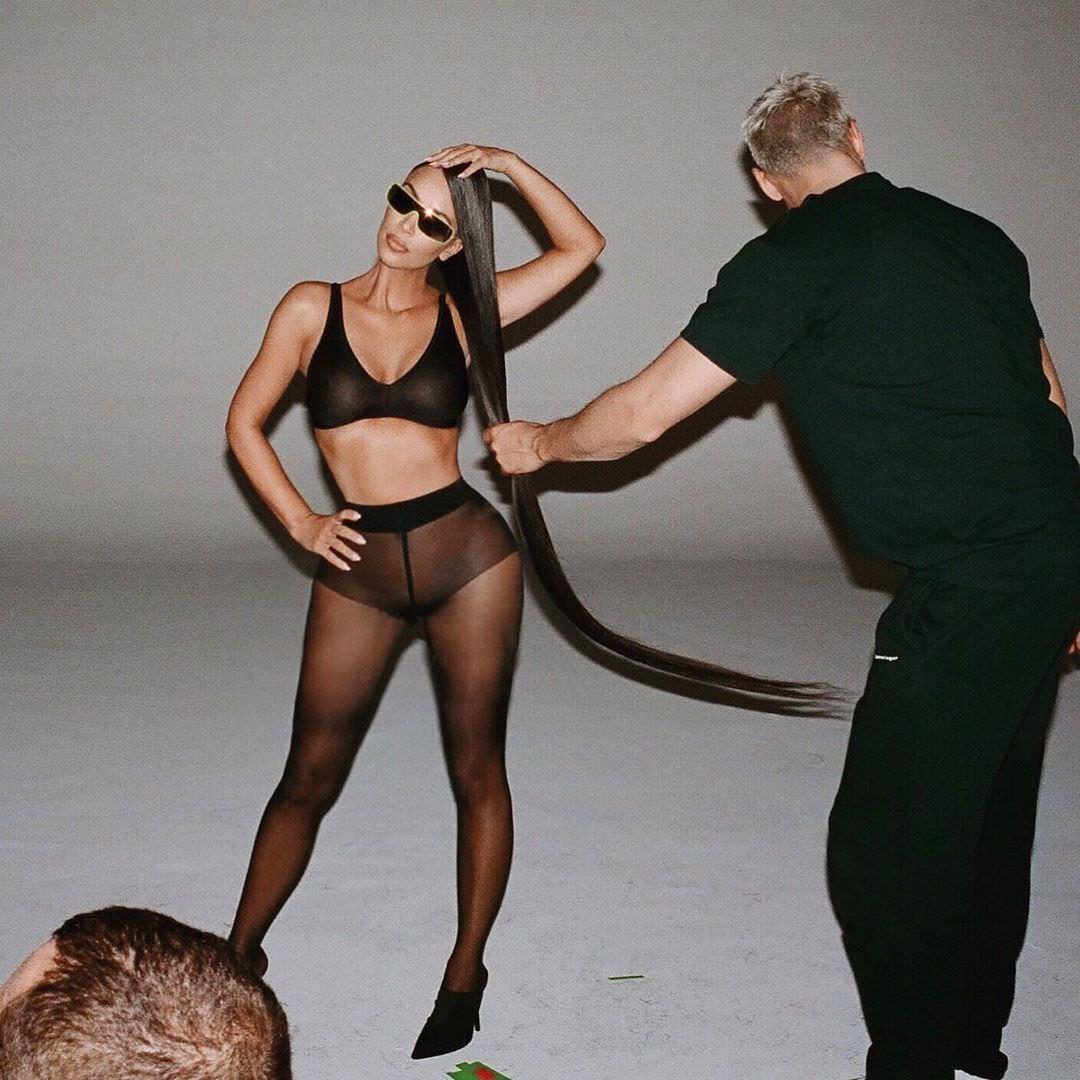 Ким Кардашян фото в колготах