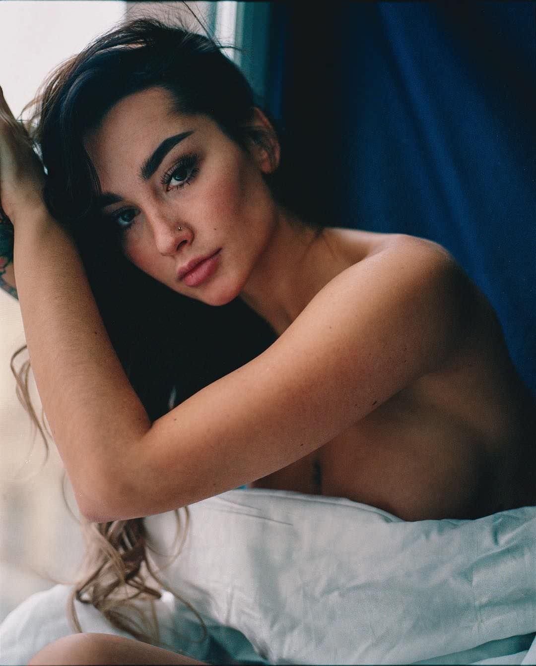 Анжелика Андерсон фото с одеялом