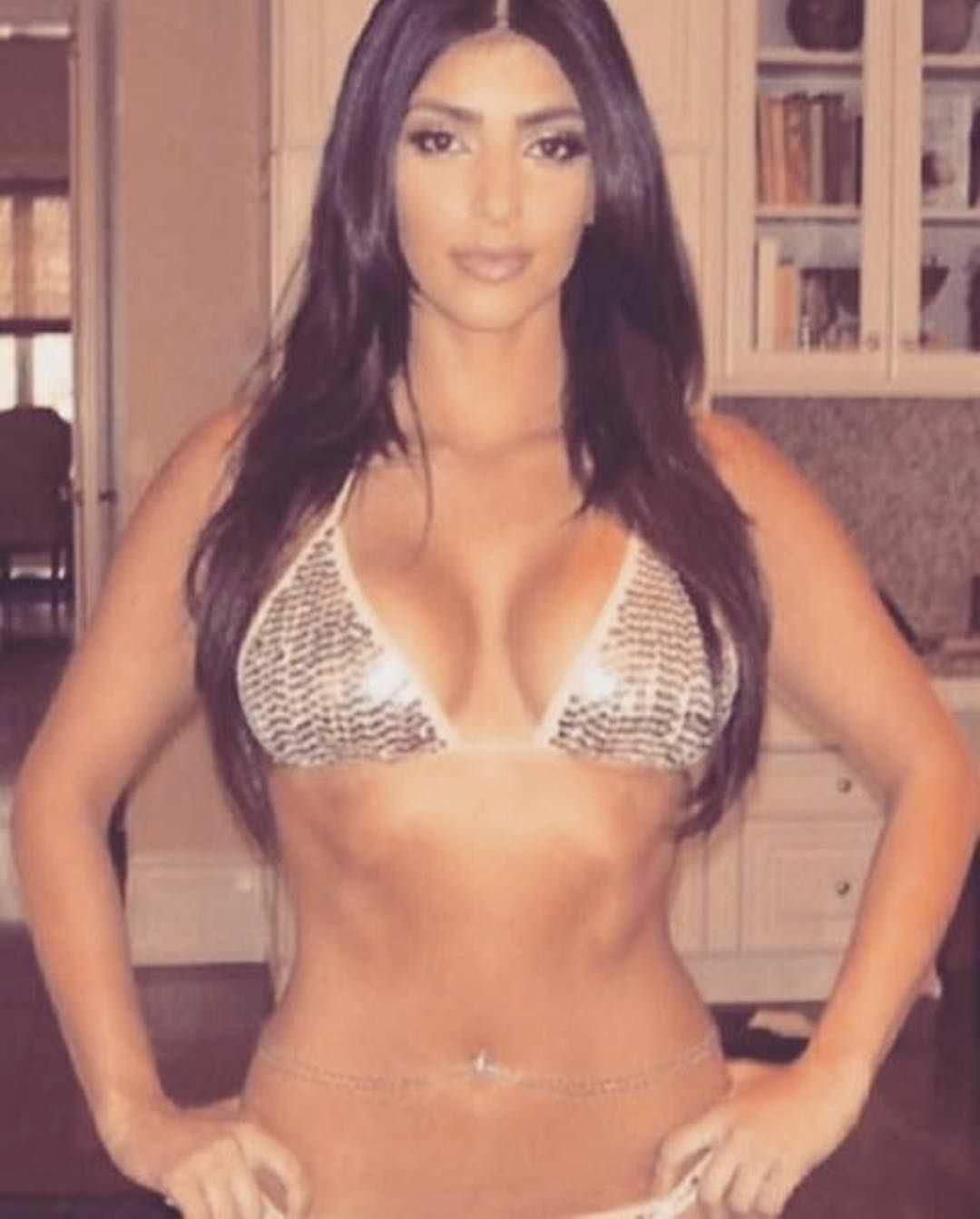 Ким Кардашян фото в бикини