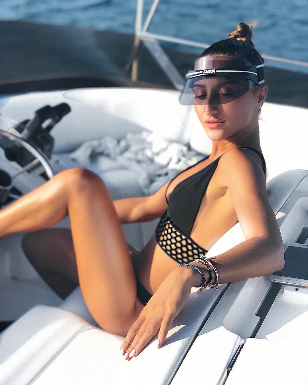 Тамара Турава фото на катере