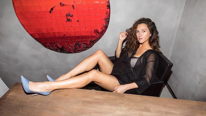Мария Шумакова фото на стуле
