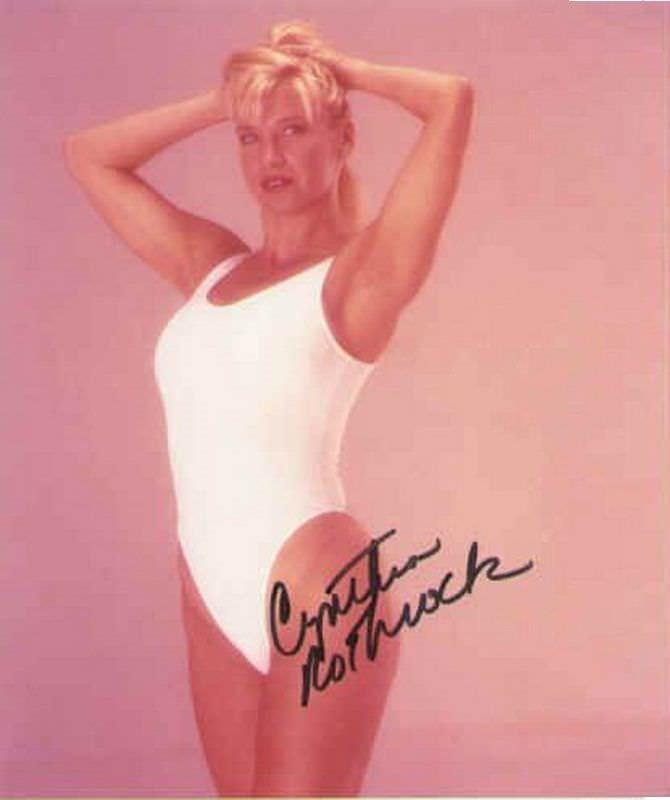 Синтия Ротрок фото в белом купальнике