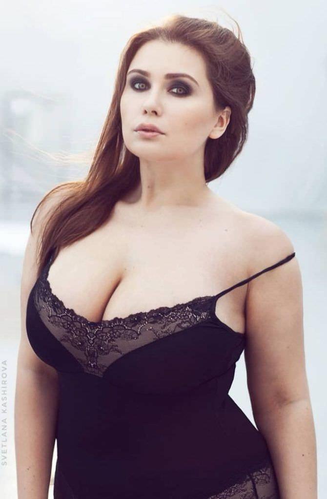 Светлана Каширова фотография в чёрной кружевной сорочке