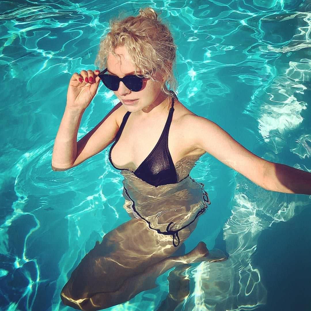 Алиса Вокс фото в воде