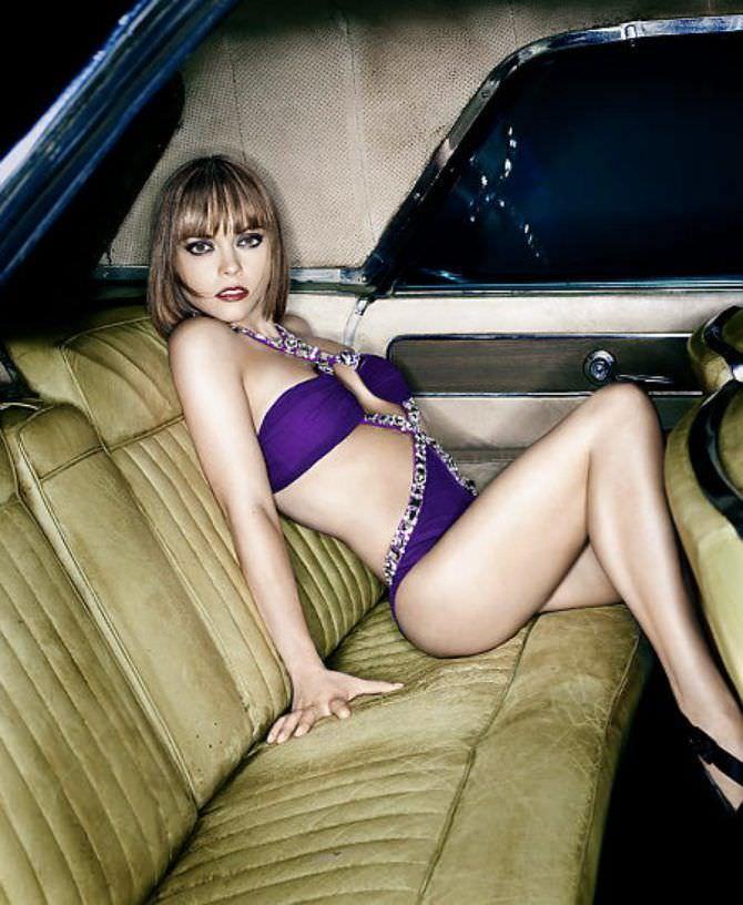 Кристина Риччи фото в купальнике на заднем сидении
