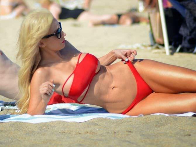 Ана Брага фотография в красном бикини