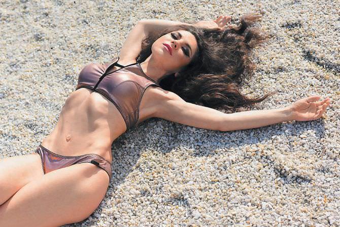 Анна Плетнёва фото в купальнике на пляже