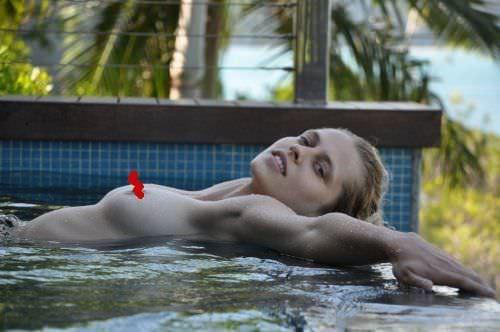 Тереза Палмер фото в бассейне