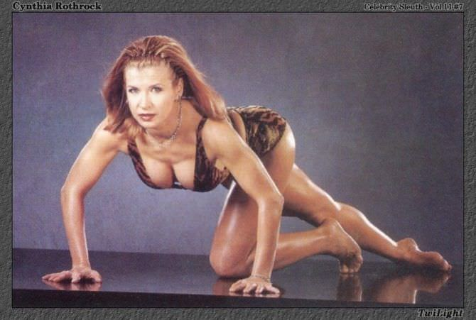 Синтия Ротрок фото в полосатом бикини