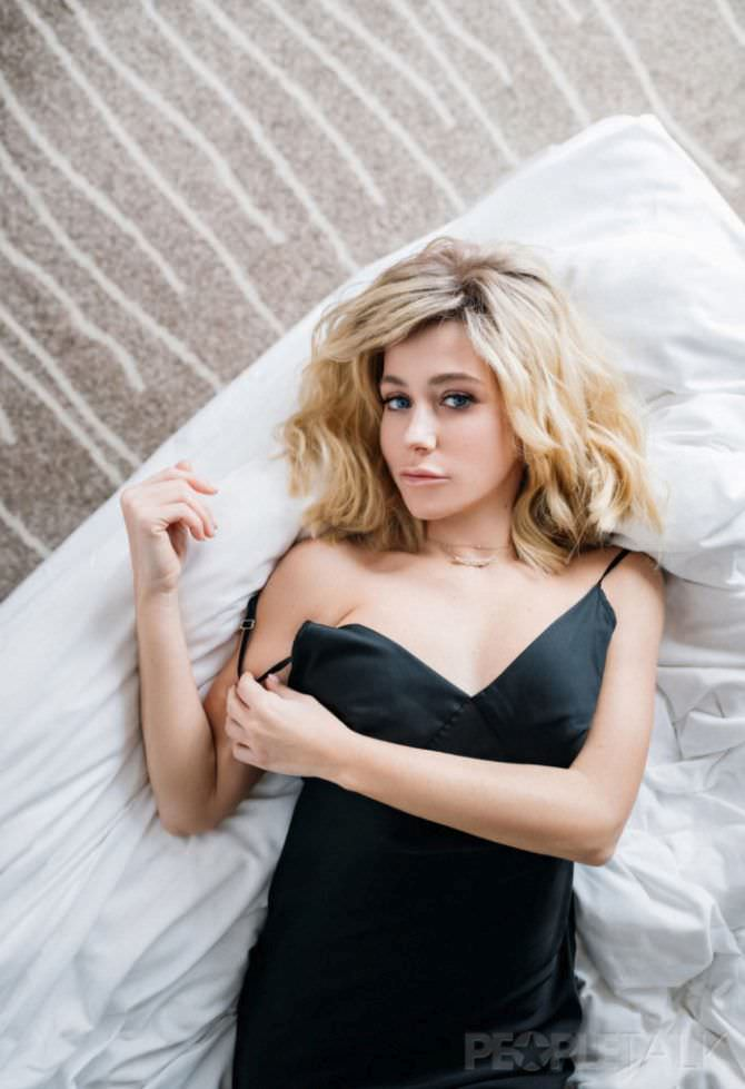 Юлия Барановская фотография в ночной сорочке