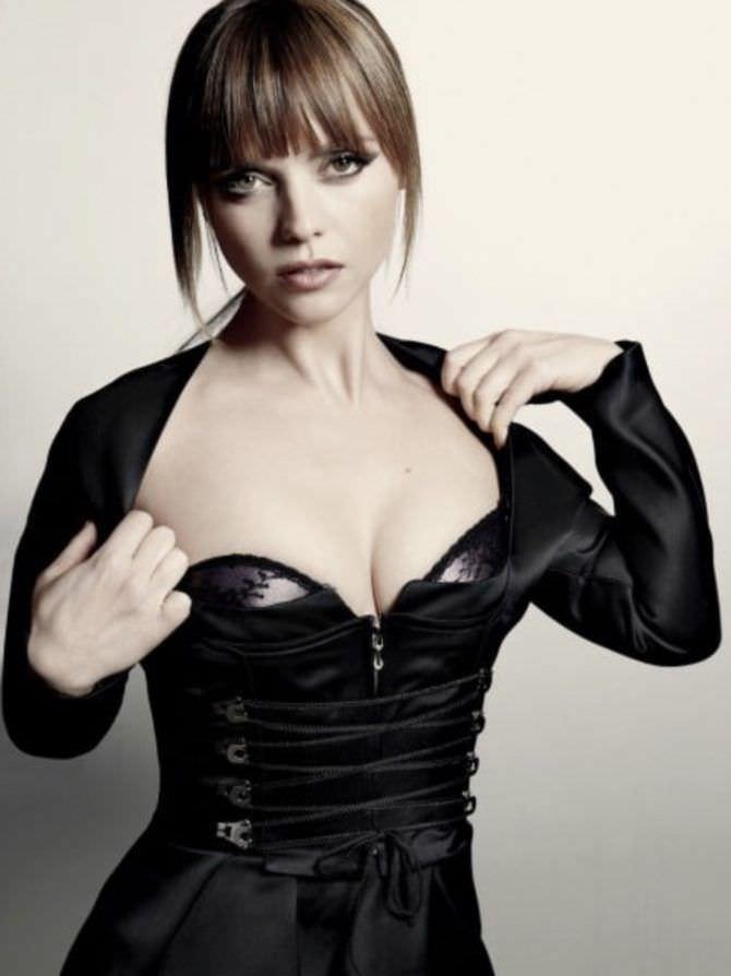 Кристина Риччи фото в платье на шнуровке