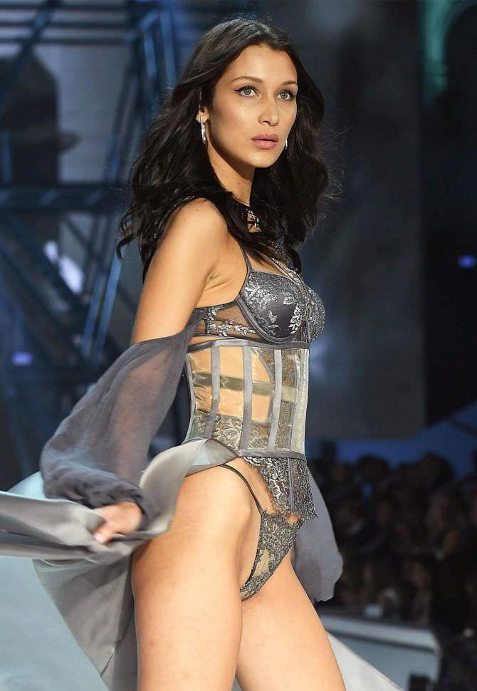 Белла Хадид фото с показа в нижнем белье