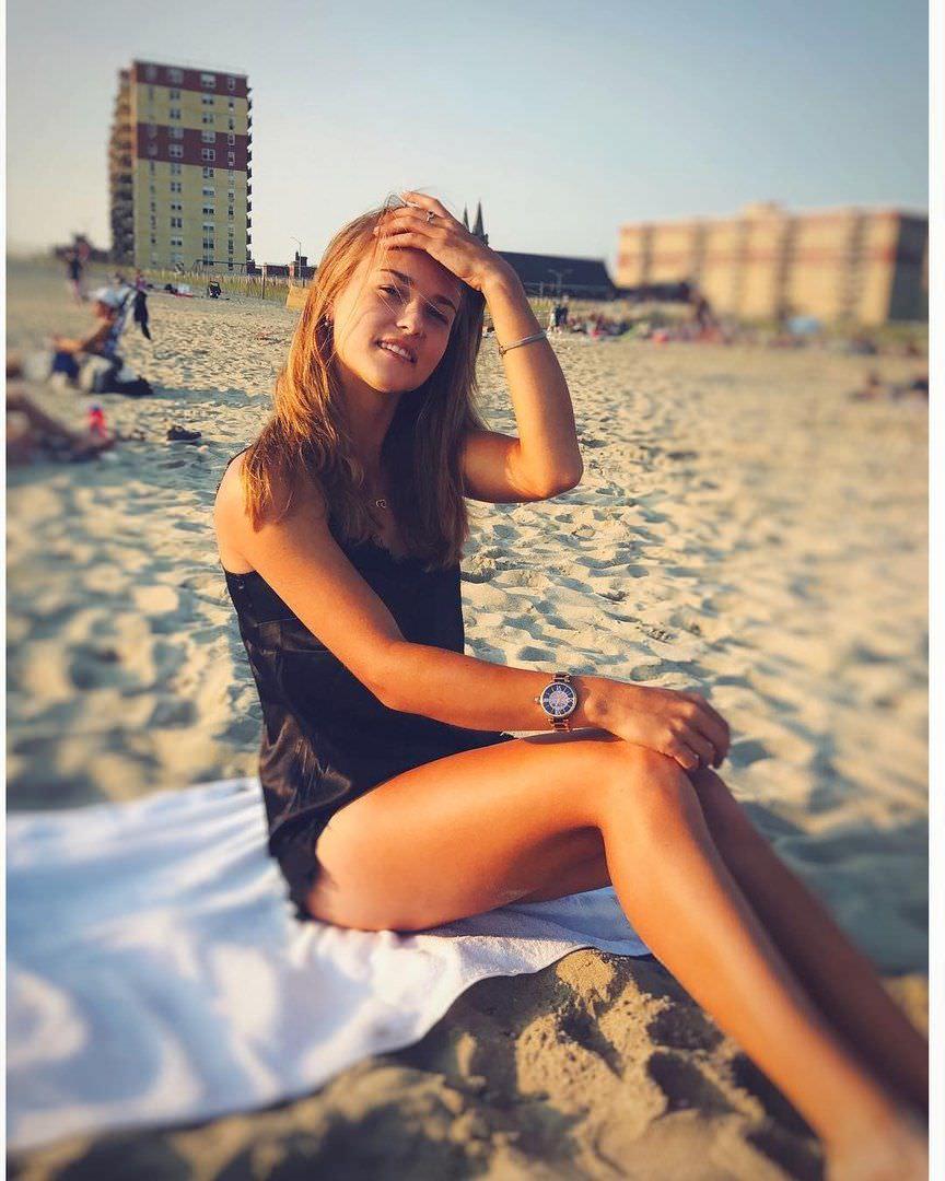 Анна Калинская фото на пляже