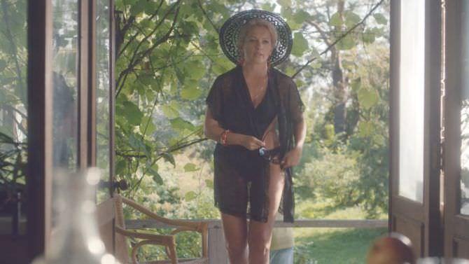 Мария Порошина фото в купальнике и шляпе