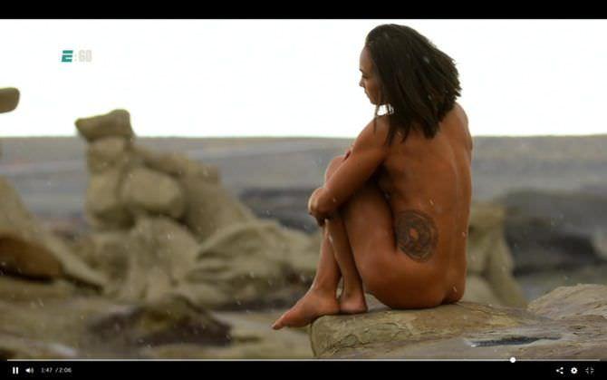 Мишель Уотерсон фото среди камней