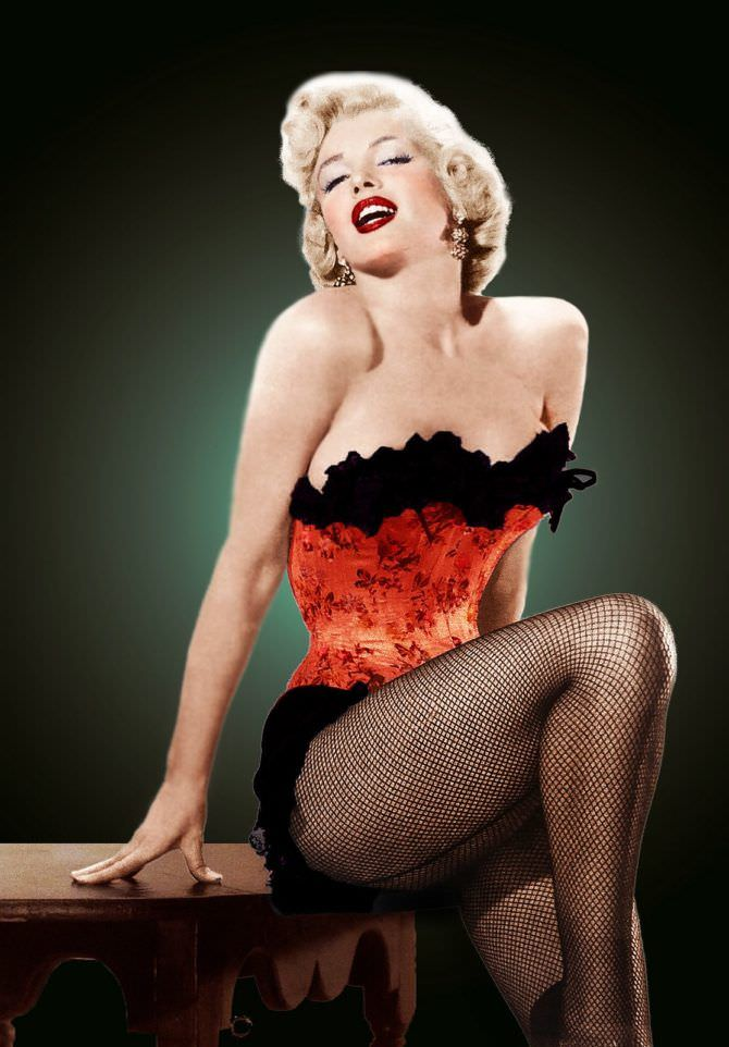 Мэрилин Монро фото в красном корсете