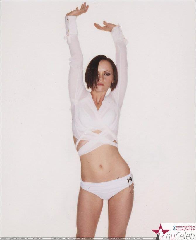 Кристина Риччи фотография в белых трусах