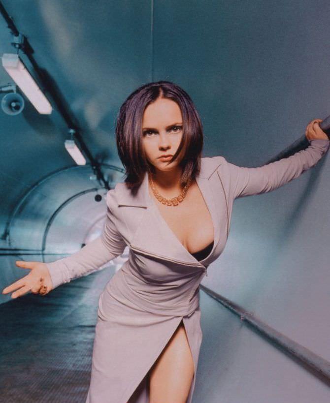 Кристина Риччи фото в сером пиджаке