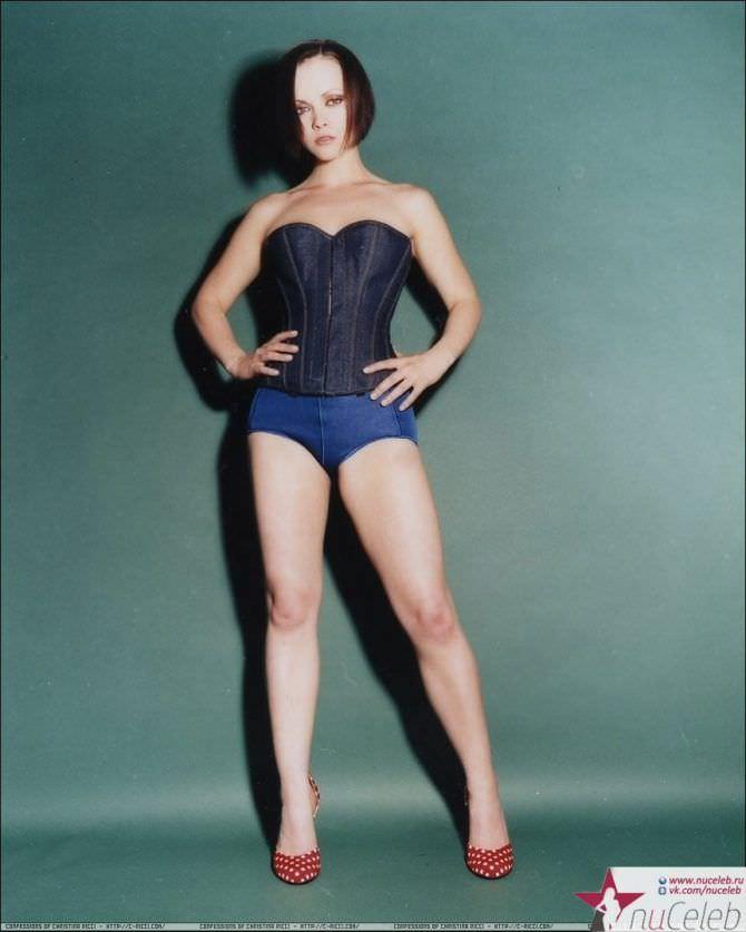 Кристина Риччи фото в корсете и шортах